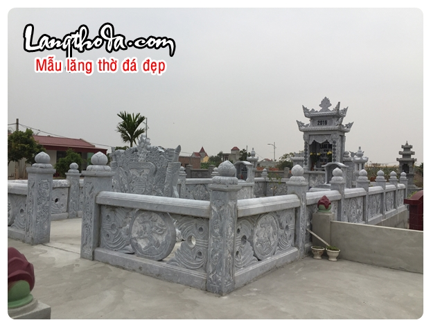 Khu lăng mộ bằng đá trắng